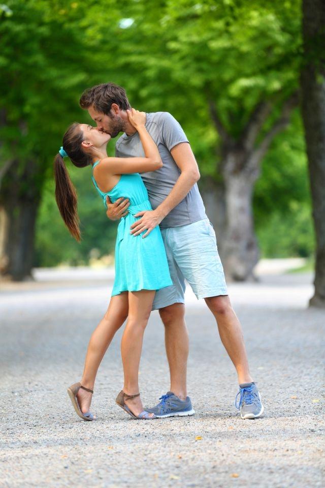 Как поцеловать девушку? Советы Игоря Лапина