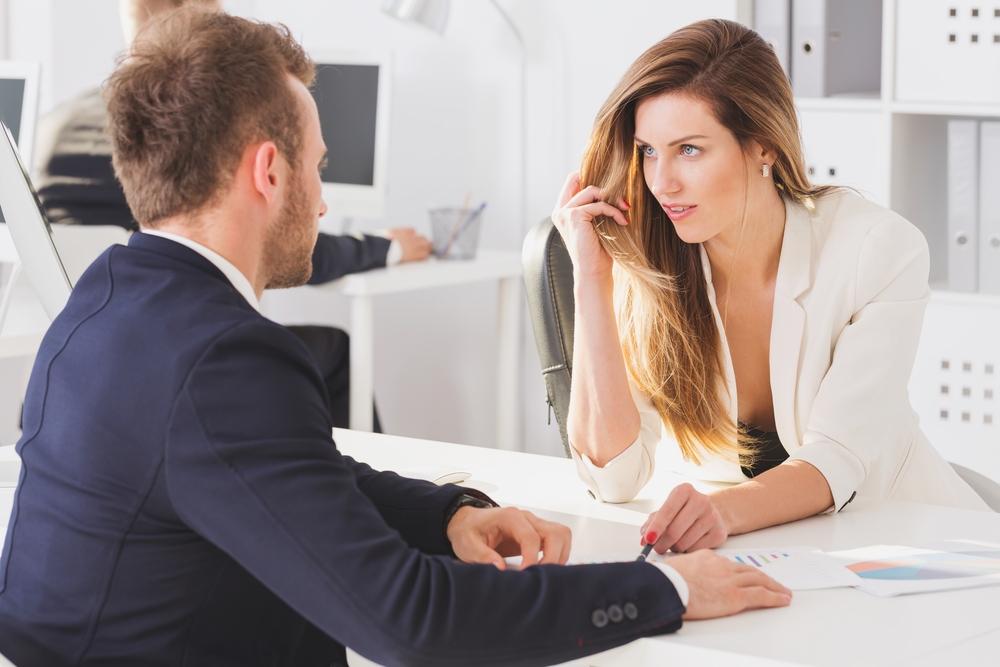 Как соблазнить коллегу по работе: пикап сотрудницы